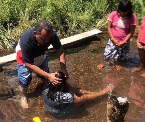 """Pastor viaja 600 km toda semana para batizar indígenas no MT: """"Aceitam Jesus com muita alegria"""""""