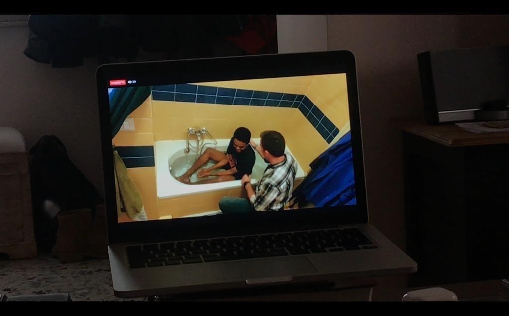 Jovem é batizado em banheira de casa em meio à quarentena na Itália