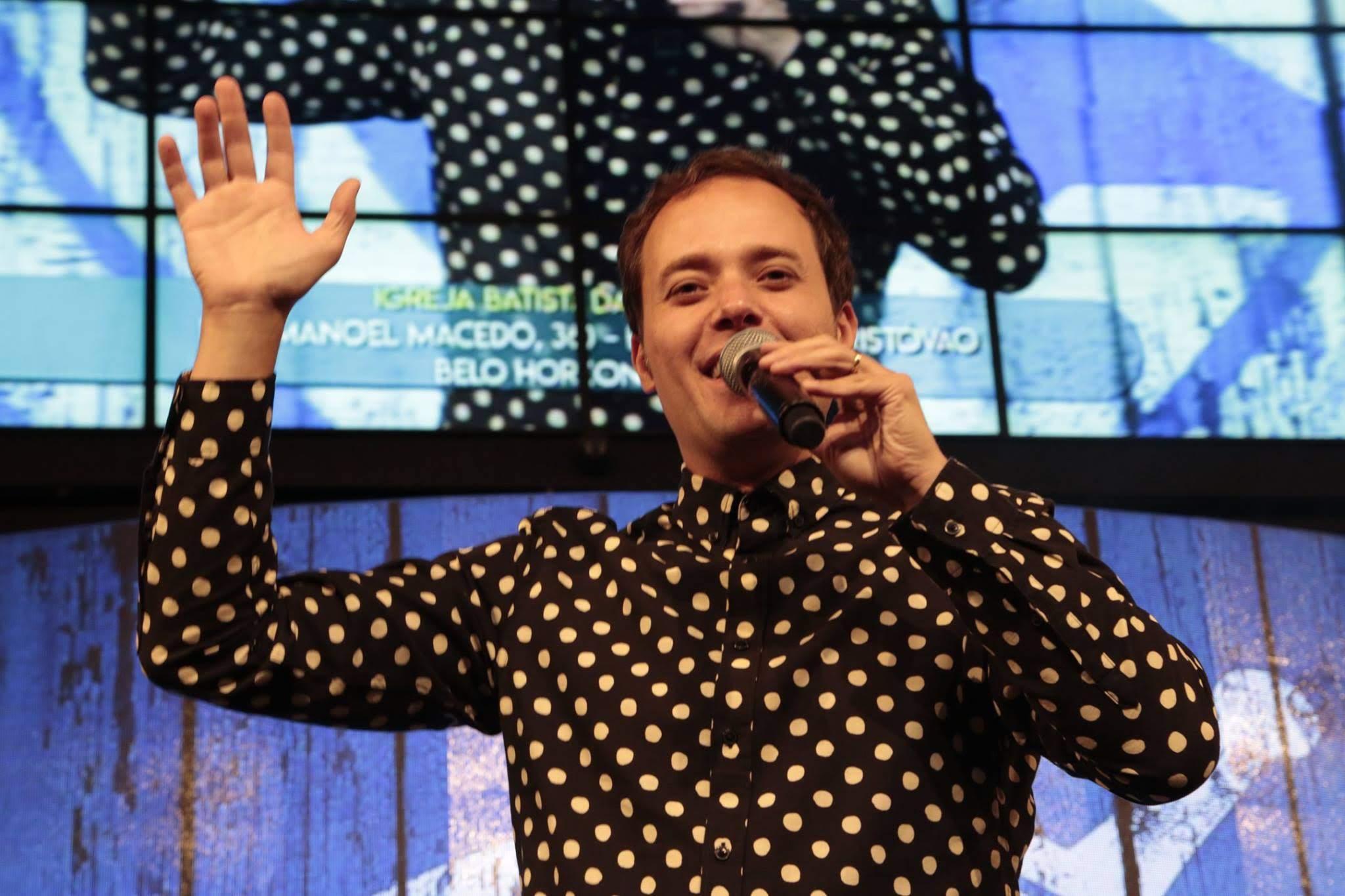 """""""Fuja de polêmicas. É hora de nos unirmos em oração"""", diz pastor André Valadão"""