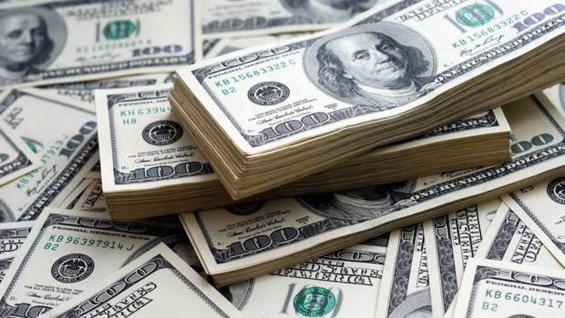Dólar bate R$ 5,00 pela 1ª vez na história do país