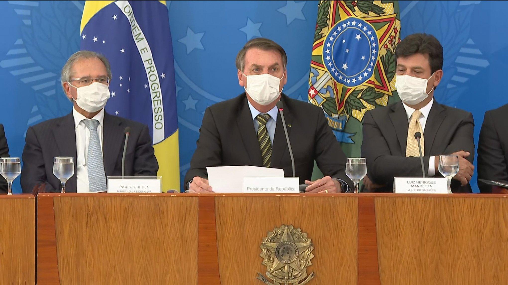 Bolsonaro suspende contratos de trabalhos e empresas não pagarão salários por 4 meses