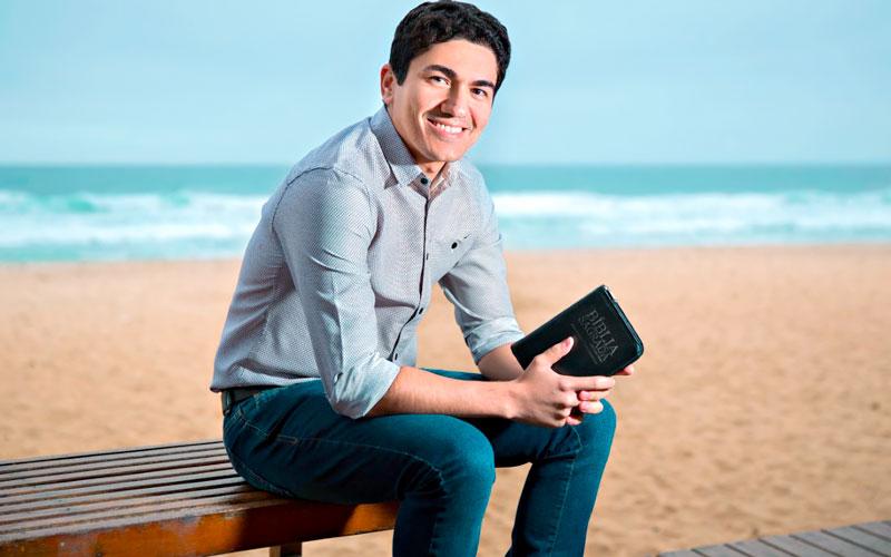 Pastor Antônio Júnior explica porque o Diabo não quer que lemos a Bíblia